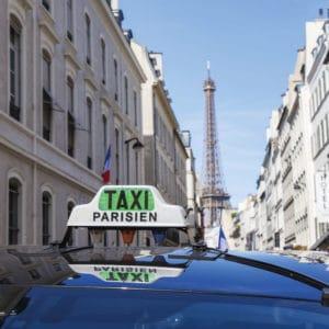lumineux taxi sur toit de véhicule