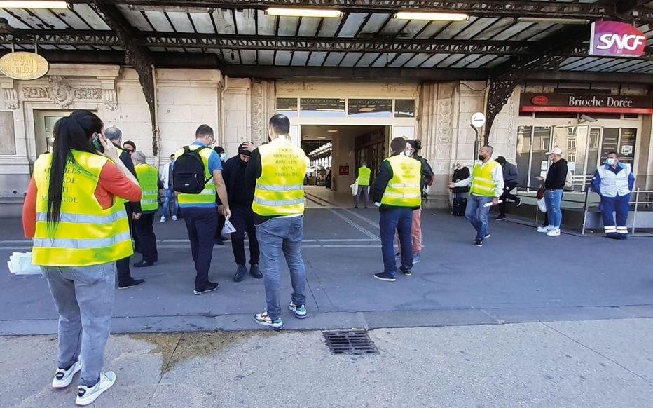 TeamTaxi en action devant la Gare de Lyon